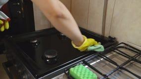 Nettoyage de plat de gaz banque de vidéos