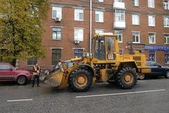 Nettoyage de rue dans la grande ville photos stock