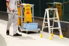 Nettoyage de travailleur Photo stock