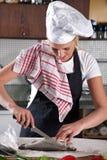 Nettoyage des poissons Photo stock