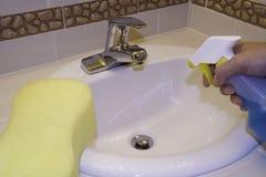 Nettoyage du bassin Photographie stock libre de droits
