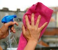 Nettoyage en verre Photo stock