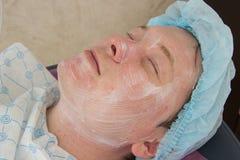 Nettoyage facial d'acné professionnelle dans la carlingue Photos libres de droits