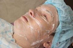 Nettoyage facial d'acné professionnelle dans la carlingue Photographie stock libre de droits