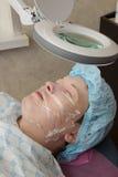 Nettoyage facial d'acné professionnelle dans la carlingue Photos stock