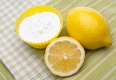 Nettoyage normal avec les citrons et le bicarbonate de soude Image libre de droits