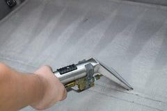 Nettoyage professionnel de tapisserie d'ameublement Image libre de droits