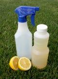 Nettoyage vert normal : Jus et vinaigre de citron Photographie stock libre de droits