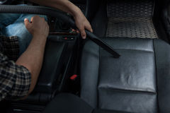 Nettoyer à l'aspirateur la voiture Photographie stock