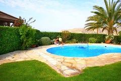 Nettoyeur de piscine Image stock