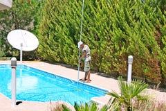 Nettoyeur de piscine Photographie stock