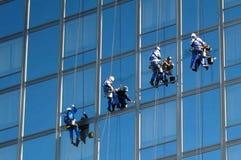 Nettoyeurs sur le bâtiment 2 Photos stock