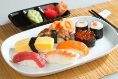 Nettoyez et nourriture de Japonais de sushi d'hygiène Photographie stock libre de droits