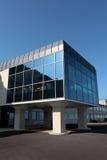 Nettoyez l'architecture d'un bâtiment moderne dans Dorset Image libre de droits
