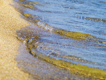 Nettoyez l'eau et la plage de mer Photos stock
