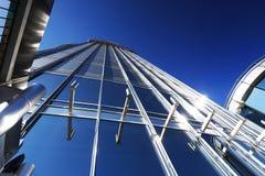 Nettoyez la façade du gratte-ciel Photo stock