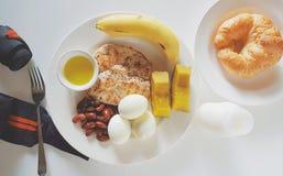 Nettoyez la nourriture pour sain et la séance d'entraînement Image libre de droits