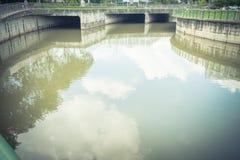 Nettoyez la rivière de décharge chez Paya Lebar Singapour images stock