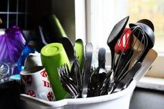 Nettoyez le Dishware dans le lave-vaisselle Image stock
