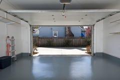 Nettoyez le garage Photo libre de droits