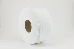 Nettoyez le papier hygiénique blanc contre Photographie stock