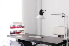 Nettoyez le salon de coiffure européen Images libres de droits