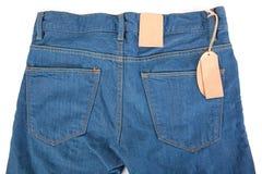 Nettoyez les labels sur des jeans Image libre de droits