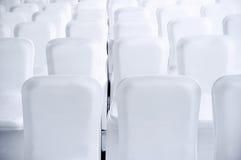 Nettoyez les sièges blancs Photographie stock libre de droits