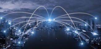 Netwerk bedrijfsconectionsysteem op de slimme stad van Singapore scape stock foto
