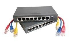 Netwerkkabels met router worden verbonden die Royalty-vrije Stock Foto's