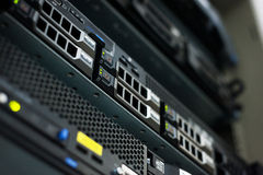Netwerkservers in gegevensruimte Royalty-vrije Stock Foto's