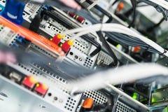 Netwerkservers in gegevensruimte Royalty-vrije Stock Foto