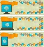 Netz-Fahnen mit verschiedenen Geräten und Internet-Ikonen in den Zellen Stockbilder