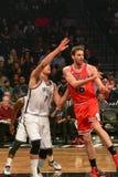 Netze gegen Stier-Basketball in Barclays-Center stockfotos