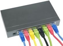 Netzkabel angeschlossen an Router lizenzfreies stockbild