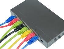 Netzkabel angeschlossen an Router lizenzfreie stockfotos
