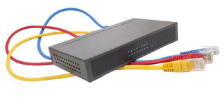 Netzkabel angeschlossen an Router lizenzfreie stockbilder