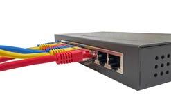 Netzkabel angeschlossen an Router stockfotos