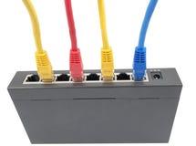 Netzkabel angeschlossen an Router stockbilder