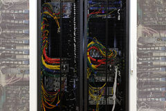 Netzkabel eines Servers lizenzfreie stockfotos