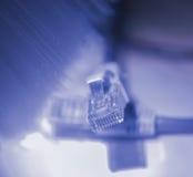 Netzkabel mit High-Techem Technologiehintergrund stockbild