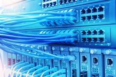Netzkabel und Nabennahaufnahme mit der Faser optisch lizenzfreie stockfotos
