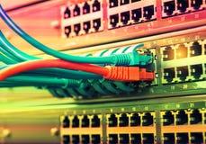 Netzkabel und Nabennahaufnahme mit der Faser optisch lizenzfreies stockbild