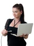 Netznotizbuch der jungen Frau Stockfotos