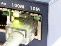 Netzschalter mit grauem Ethernet-Seilzug stockbilder