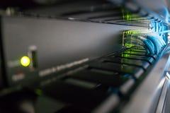 Netzschalter und Ethernet-Kabel Stockfotos