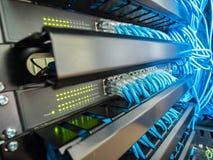Netzschalter und Ethernet-Kabel Stockfoto