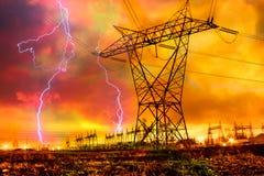 Netzverteilungs-Station mit Blitzschlag. Lizenzfreie Stockfotografie