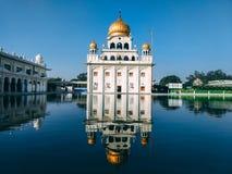 NEU-DELHI, INDIEN - 25. April 2019, Nanak Piao Sahib, Gurdwara, sarovar, Wasserteich stockbilder