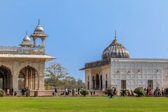 Neu-Delhi, Indien - Februar 2019 Touristen schlendern um den Diwan-ich-Khas und das Khas Mahal, roter Fortkomplex, Delhi, Indien stockfoto